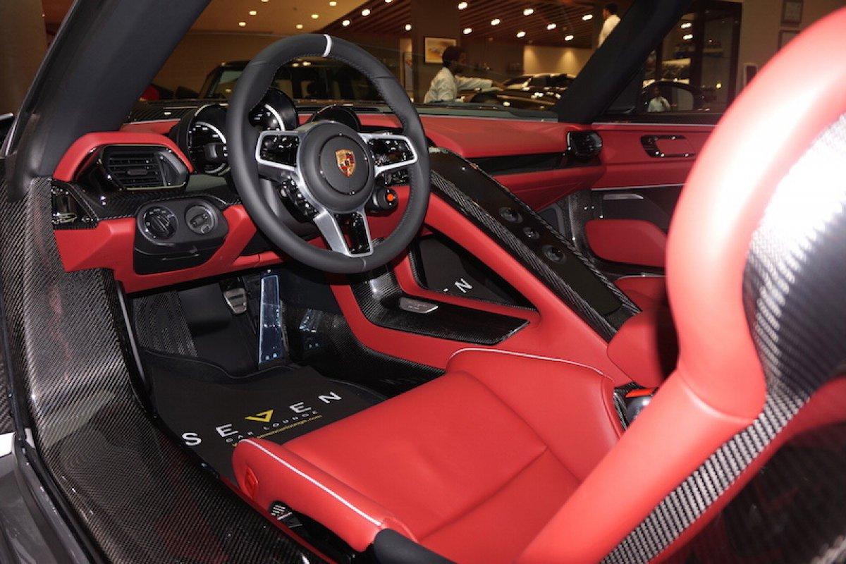 for sale porsche 918 spyder by seven car lounge hypercars le sommet de l 39 automobile. Black Bedroom Furniture Sets. Home Design Ideas