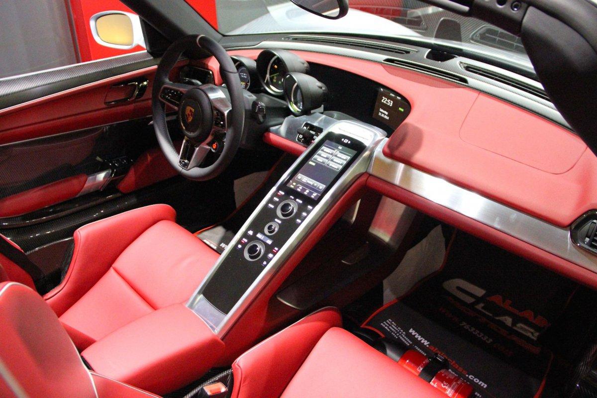 For sale porsche 918 spyder by al ain class motors hypercars le sommet de l 39 automobile - Porsche 918 interior ...