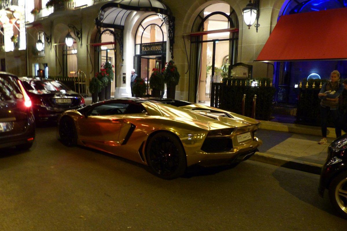 GOLD Saudi Lamborghini Aventador roadster in Paris_Hypercars_ (1)
