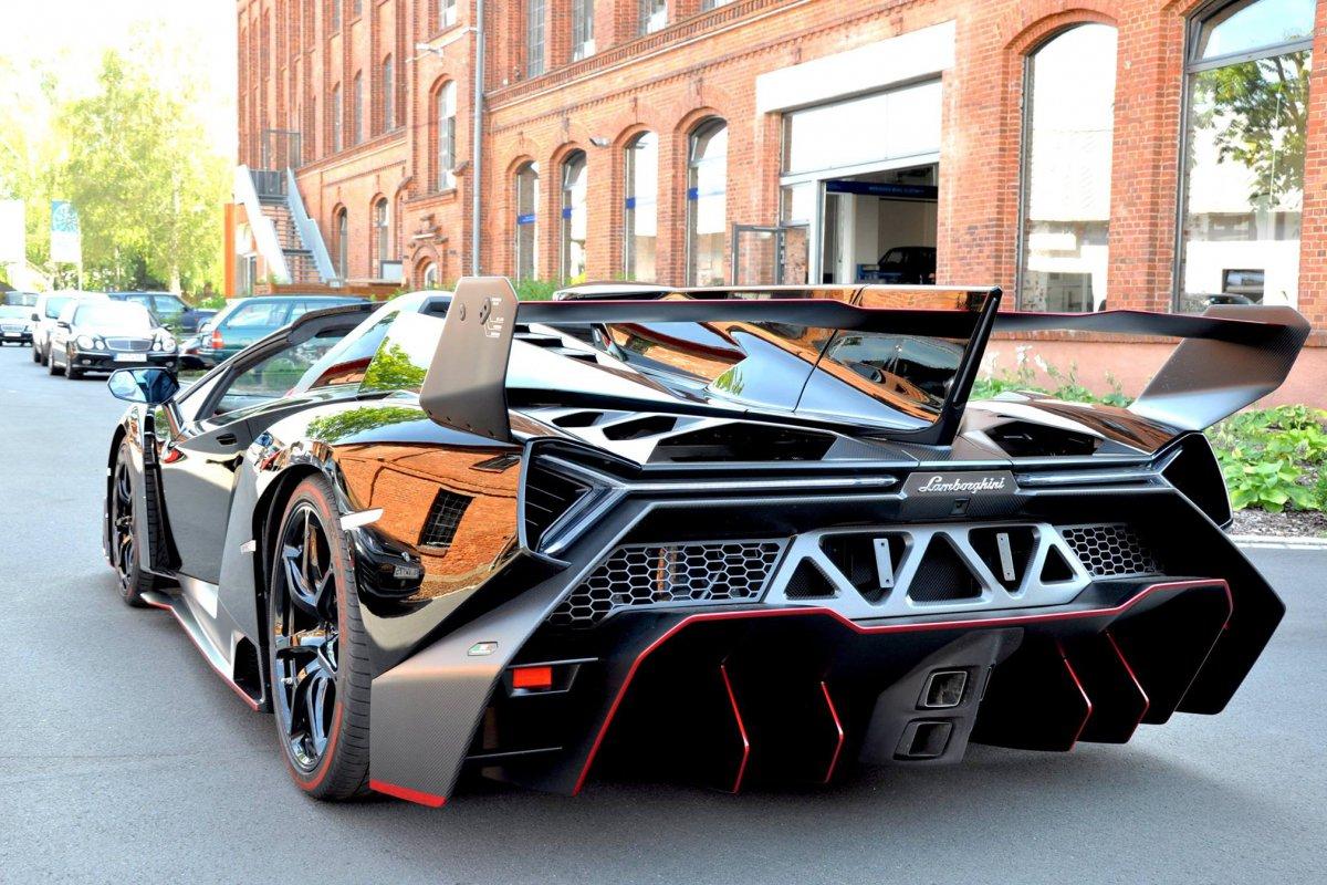 Lamborghini Veneno Roadster  1ère livraison WOW! hypercars (2)