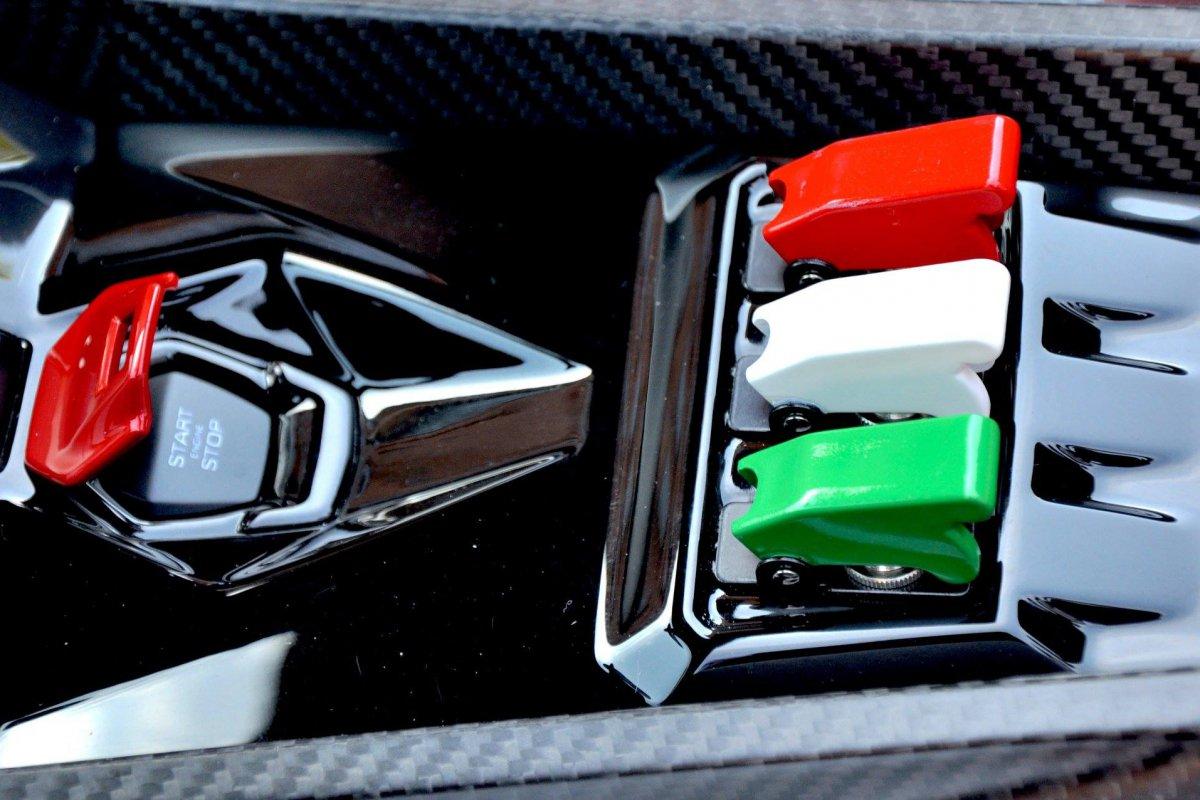 Lamborghini Veneno Roadster  1ère livraison WOW! hypercars (5)