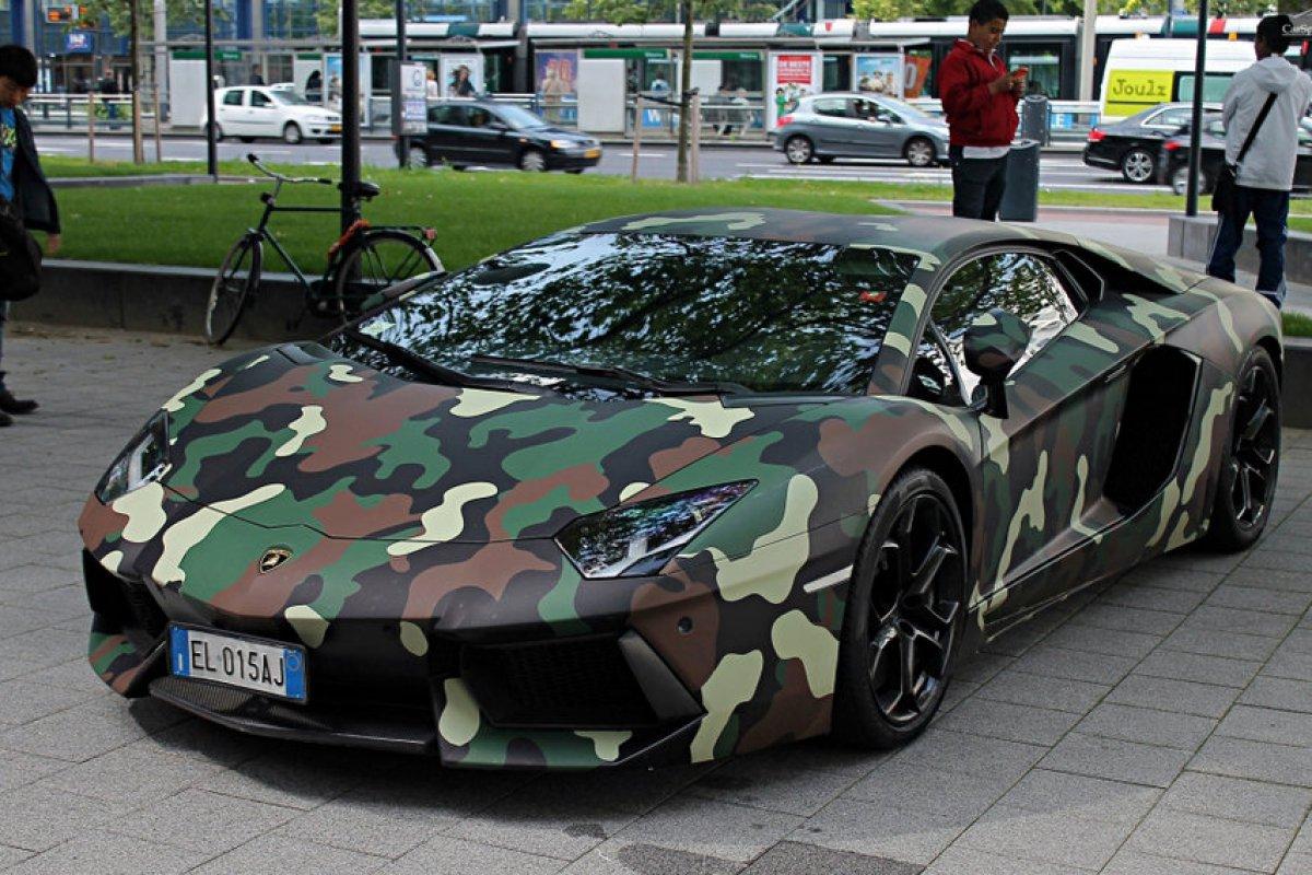 9ème place Sulley Ali Muntari en Lamborghini Aventador peinture militaire.