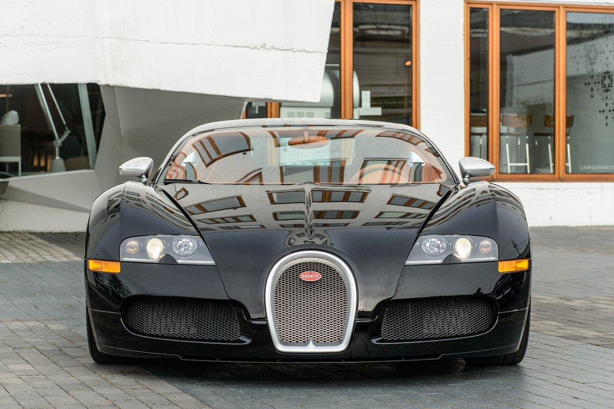 drake vend sa bugatti veyron 16 4 sang noir edition hypercars le sommet de l 39 automobile. Black Bedroom Furniture Sets. Home Design Ideas