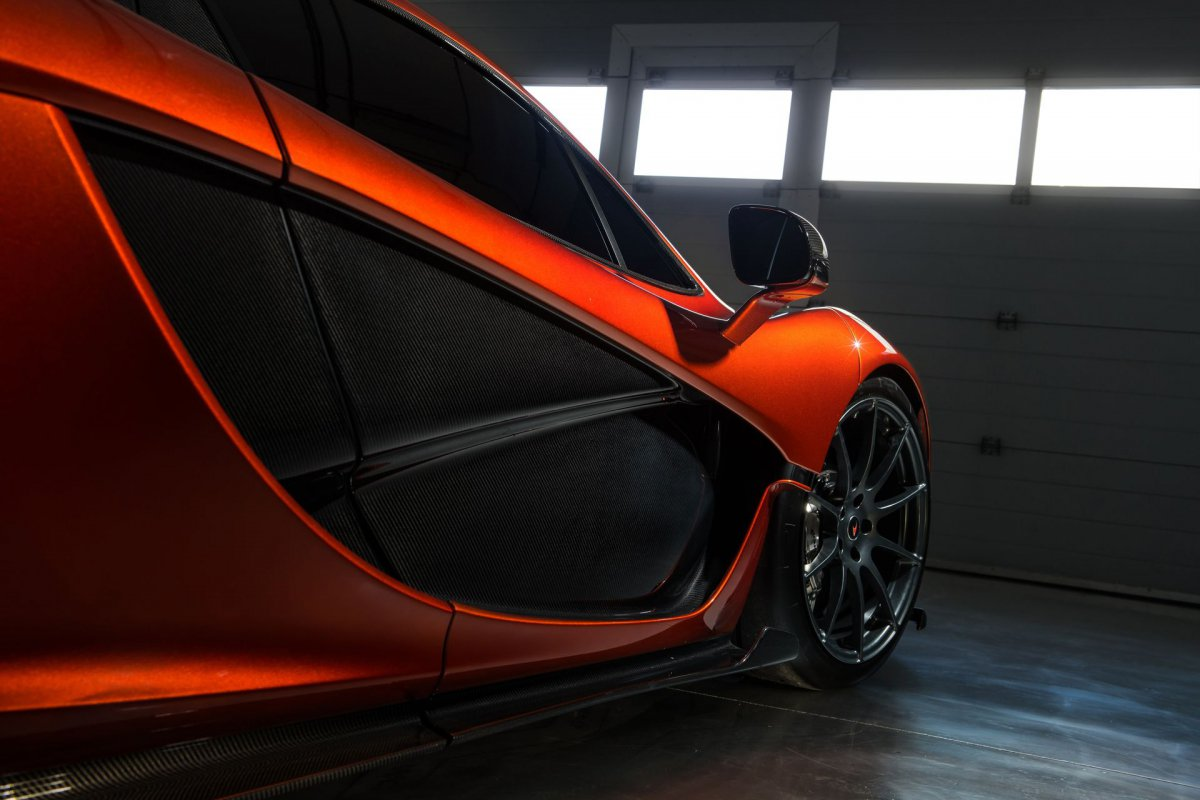 L'hypercar hybride McLaren P1 pose sur le circuit de Bahreïn (2)