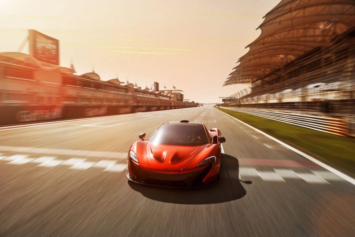 L'hypercar hybride McLaren P1 pose sur le circuit de Bahreïn (9)