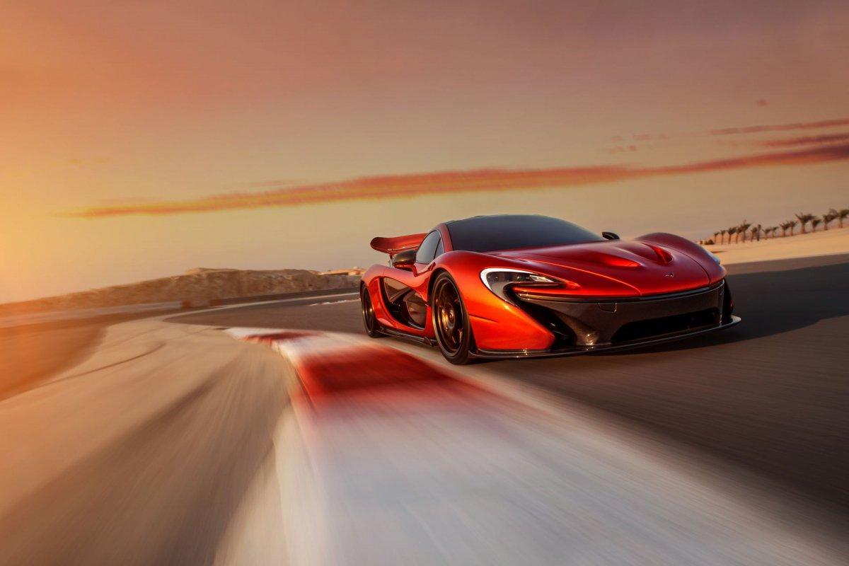 L'hypercar hybride McLaren P1 pose sur le circuit de Bahreïn (11)