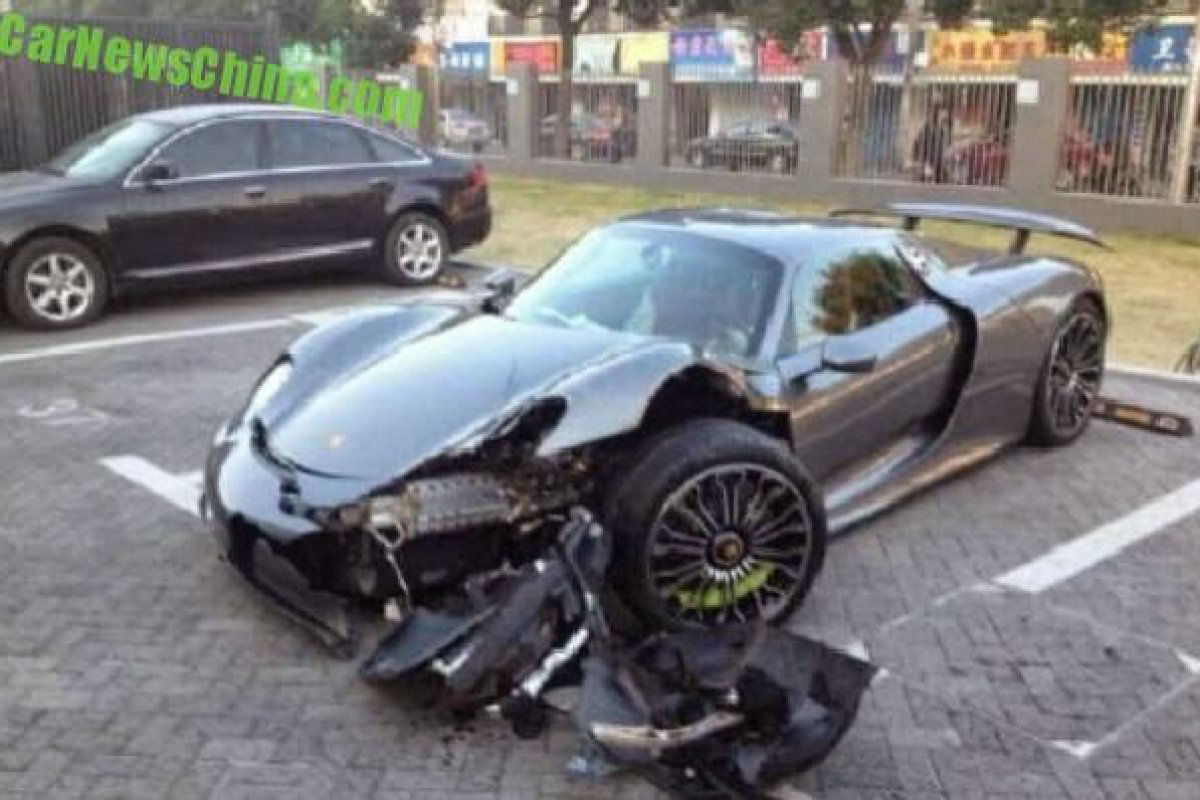 porsche 918 spyder crashes in china hypercars le sommet de l 39 automobile. Black Bedroom Furniture Sets. Home Design Ideas