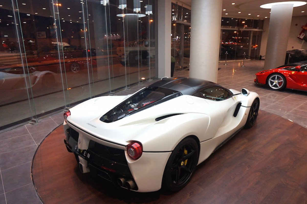 for sale une ferrari laferrari blanche forza. Black Bedroom Furniture Sets. Home Design Ideas