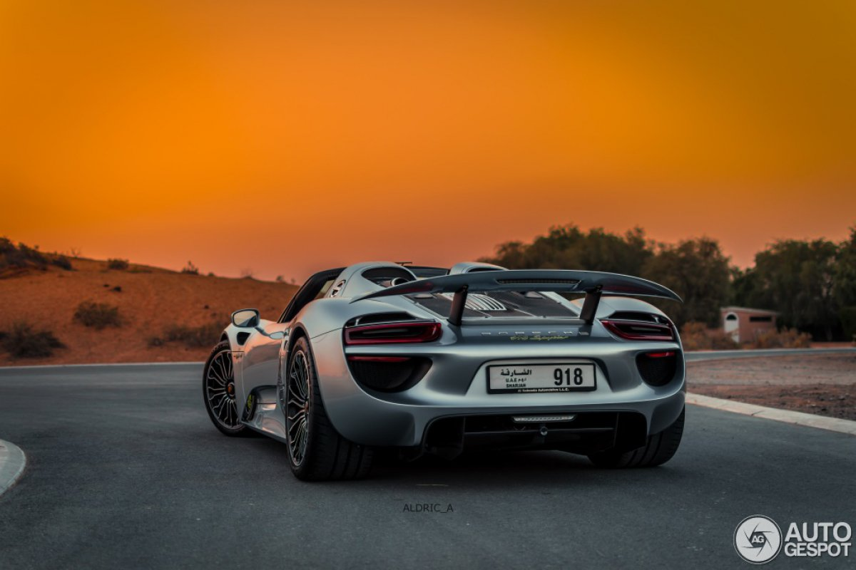 porsche 918 spyder in dubai hypercars le sommet de l 39 automobile. Black Bedroom Furniture Sets. Home Design Ideas