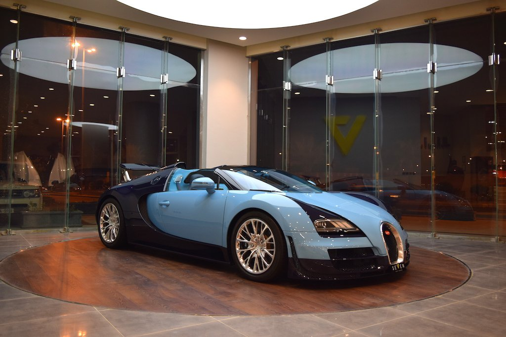 for sale bugatti veyron grand sport vitesse jean pierre wimille edition hypercars le. Black Bedroom Furniture Sets. Home Design Ideas